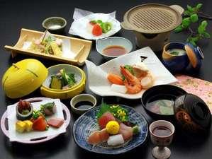 浪漫伝承の宿 明石家:因幡地方の山海の幸を中心にした会席料理です。季節により内容が変わります。
