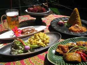 軽井沢のバリ島 エスティバンクラブ:ディナーもバリ料理で大満足。