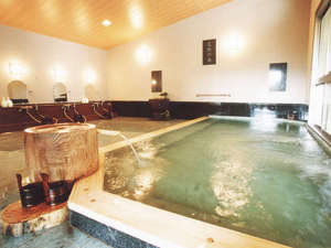 旅館 深雪温泉:【桃の湯・内湯】お肌に優しく柔かなアルカリ性の源泉はすべてのカラン・シャワーにも使用しています。