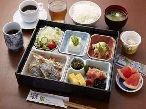 サンライフホテル2・3:さかな市場の和朝食。九州の食材が中心です。ボリュームも満点。6時30分から。
