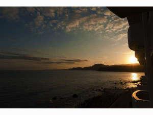 海一望 絶景の宿 いなとり荘:全客室がオーシャンビュー 窓の外は海と空の世界です