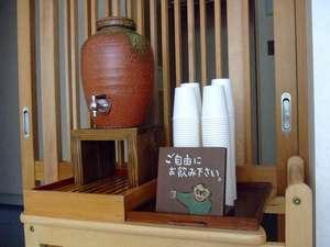 湯上がり処 自家製番茶でホット一息ついてください。