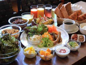 石垣島ホテルククル:朝食バイキングイメージ