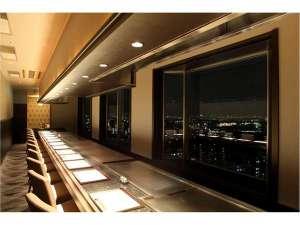 六甲アイランド ホテルプラザ神戸:六甲の山並から大阪湾まで、雄大な景色を眺めながらの味は格別です