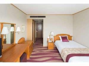 六甲アイランド ホテルプラザ神戸:シングルルームは約19㎡♪ ゆったりとした客室にビジネスマンの方々に大変喜ばれています