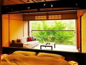 【和室(定員2名)】ベッドはダブル仕様1台を設置。カップルやお一人でのご利用におすすめ