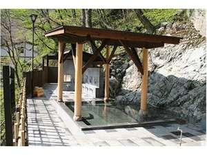 大牧温泉観光旅館:渓谷を望む絶景の女性露天風呂