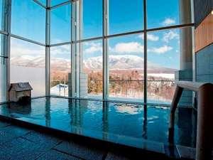 ゆこたんの森:展望風呂(男湯) 冬の岩手山の絶景を眺めながらの湯浴みは格別♪