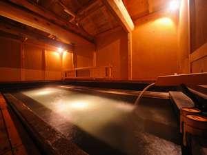 湯元不忘閣:総青森ヒバで復元工事を終えたばかりの「大湯 金泉堂」工期は2年以上にも及ぶという壮大なものだ。