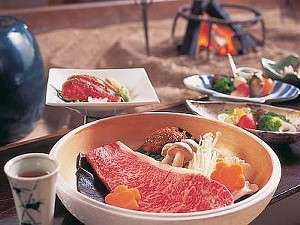 松宝苑(しょうほうえん):一から三の膳まで、主人の創作料理を囲炉裏端のお食事処で夕食には「飛騨牛」のA4以上が必ず入りますょ