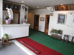 軽井沢 高峰荘:清潔感あるフロント