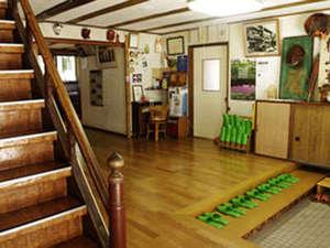 亀屋旅館:玄関 階段付近