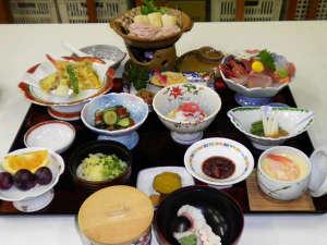大滝温泉 富士屋ホテル:*【夕食(全体例)】当館人気のきりたんぽ鍋が付いたスタンダードコース。