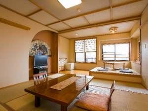 わいた温泉郷 やすらぎの宿 まつや:客室一例。掘りごたつの付く広めの客室もあり