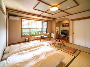 わいた温泉郷 やすらぎの宿 まつや:小国の山々を景色を楽しむ寛ぎの和室(広めの客室)