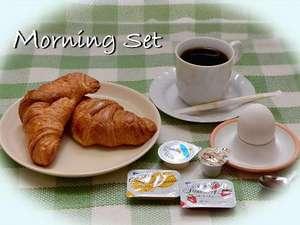 ホテル ビブロス:無料モーニングサービスは、クロワッサン、ゆで玉子、コーヒー紅茶緑茶を用意してます・・・