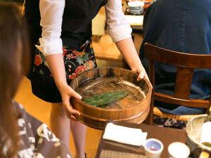乳頭温泉郷 妙乃湯:活イワナを刺身と塩焼き料理で(夏は鮎になります)