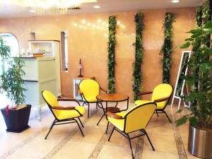 アポアホテル (旧 ホテルサンルート四日市):ロビーは「癒やし」をテーマに木々草花等の緑を取り入れています。