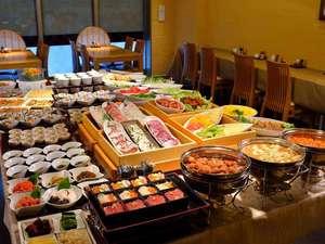 ダイワロイネットホテル八戸:朝食会場 ホテル1階「かん東」地元三陸産海の幸を味わえる和食と洋食のバイキングとなっております♪