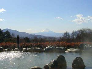 八ヶ岳いずみ荘:*併設<甲斐大泉温泉 パノラマの湯>前に富士山、後ろに八ヶ岳連峰。夜は満点の星空を眺めながらどうぞ♪
