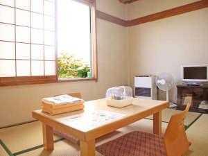 八ヶ岳いずみ荘:*【和室6畳】お部屋の窓からは山々を見渡せます。