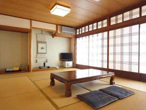 富田山荘:*【和室12畳一例(月山)】お部屋でごゆっくりとお寛ぎください。