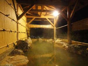富田山荘:*【男湯/露天風呂】開放感のある露天風呂を景色と共にお楽しみください。