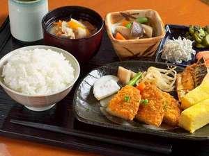 チサンホテル広島:広島の食材を使用した郷土色豊かな和洋バイキング。広島の下町の味「がんす」が人気!