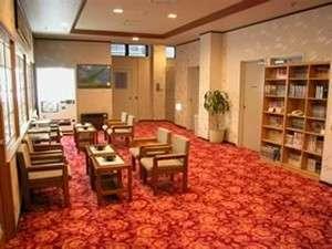 ホテル栄屋:広々としたロビーはくつろぎのスペースになっております。