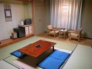 ホテル栄屋:つくりや調度品、雰囲気の違う和室(バス・トイレ付)