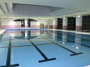 いわき新舞子ハイツ:■【屋内プール】25mが6コースの競泳用大型プール