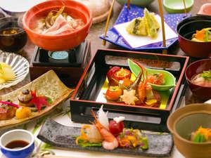 全9室 源泉かけ流し貸切風呂の宿 聴泉閣 かめや:・【基本懐石】地元食材を活かした季節感のある懐石料理です。