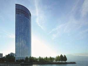 湖畔に佇む高層リゾートホテル♪客室は全室レイクビュー!