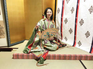 近江神宮でかるた札のお姫さまに!十二単体験プラン