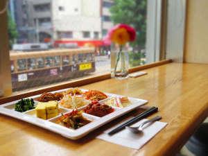 アーバイン広島セントラル:朝食を食べながら窓から見える路面電車を堪能してください♪