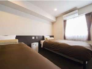 アーバイン広島セントラル:プレミアツインルームはエキストラベッドの追加で最大4名様まで利用可能(追加料金要)