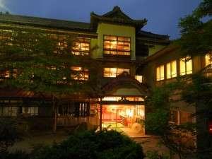 情緒溢れる一軒宿。木造三階「総けやき」造りの貴重な建築。文化庁から打診があったほどの建物。