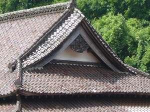 文化庁から打診があったほどの木造本館「総ケヤキ造り」三階建て、唐破風・千鳥破風屋根などなど