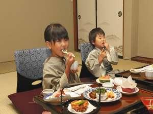 ご家族でのお部屋食、お子様も満足!親子のふれあいをどうぞ♪