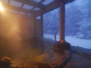 【鉛温泉・藤三旅館】岩手花巻温泉郷:露天風呂「桂の湯」夕暮れの雪景色