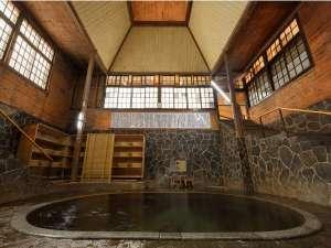 【鉛温泉・藤三旅館】岩手花巻温泉郷:【白猿の湯】日本一深い天然自噴岩風呂、白猿の湯。広がる空間と湯力を体感して欲しい