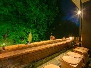 新緑を眺めながらの足湯は至福のひとときです♪
