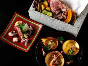 【夕食会席イメージ】メインは、日本では唯一栃木県のみで採取される「大谷石」を使った石室焼き