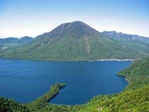 【中禅寺湖と男体山】欧米人の避暑地として栄えた美しいリゾート地。