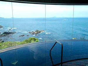 燈台 岬のリゾート ホテルいじか荘:展望大浴場。お湯は天然・石鏡温泉の湯。サウナや水風呂もございます。
