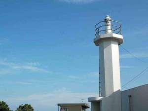 燈台 岬のリゾート ホテルいじか荘:とっておきの灯台写真を撮ってくださいね♪石鏡灯台はいじか荘玄関横にございます