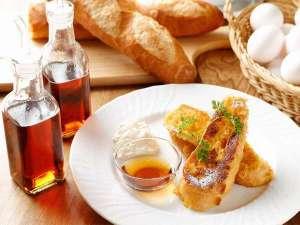 かどやホテル:朝食 一晩かけてアパレイユに漬け込んだフレンチトーストはとろとろ☆ ※事前予約限定