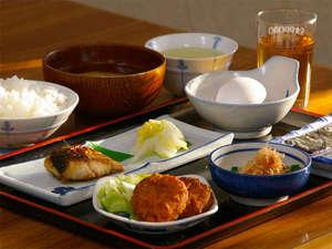 ビジネス旅館はざま:女将手作りの家庭的な定番の和朝食