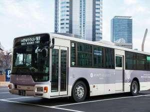 新宿駅とホテル間を往復する無料シャトルバスは20分間隔で運行しています。