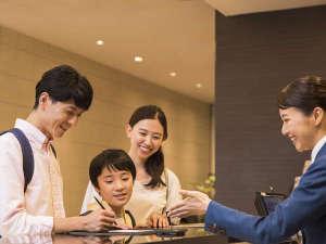 コンフォートホテル東京神田:【フロント】チェックインイメージ